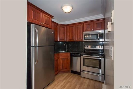 New Renovations!For Those 55 & Over We Offer Luxury One Bedrooms, Some Villa-Style.Located In Historic Babylon Village Walking Distance To The Beautiful Shopping Village.Conv To The Lirr, Rte 231/Deer Park Ave, Sunrise Hwy & Southern State Pkwy. Washer & Dryer In Every Apartment.Pet Friendly!