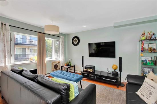 One of a kind, beautiful 3 bedroom, 2 bath condo, with a large terrace and storage unit. Tons of natural light, perfect for entertaining. Great layout and well kept. Blue Ribbon Lynbrook School district #20. Centrally located close to trains, highways, schools, shopping and places of worship! Come see your new home today!