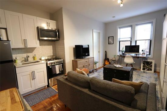 Beautiful studio, renovated kitchen offers custom kitche cabinets, stone counter tops and stainless steel appliances, renovated bathroom offers mosaic floors, light gray tiles and windowed, located in sunyside prime location close to trains and stores.