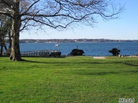 Port Washington. Pet Friendly (Without Restriction) Waterfront Garden Apartment Complex. Beautiful Grounds With Private Dock And Bbq Area. 2nd Floor 1 Bedroom Apartment Features Hardwood Floors Throughout, Eat-in Kitchen, Spacious Lr/Dr And Over-sized Bedroom. Free Shuttle To Lirr M-F Am/Pm Rush.