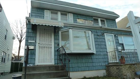 Semi Det colonial Town House Huge Living Rm Formal Dinning Rm Eat-in-Kitchen Permited Big Den Hardwood Floor Full Basement with Laundry Rm Ps159 Is25 Bayside High                convenient public Transportation