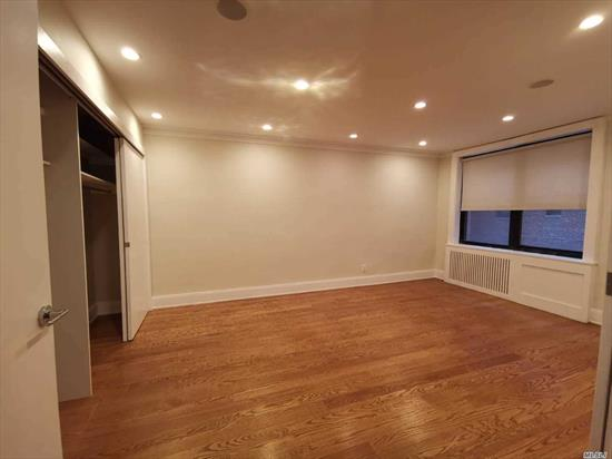 Big Junior 4 1 Bedroom, Very Convenient Location, Near Supermarket, Restaurant and Skyview Shopping Center, Wood Floor, 5 Minutes to 7 Trand and Lirr, In the Center of Flushing.