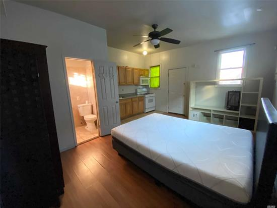 Spacious Studio Apartment, Full Bathroom and Kitchen. All Utilities Included!