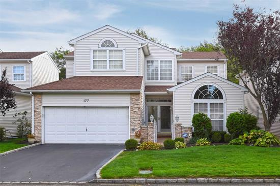 YOUR DREAM AWAITS YOU. COUNTRY CLUB LIFESTYLE. LIVE ON A GOLF COURSE OVERLOOKING 2 PONDS, REDONE MASTER SUITE, MASTER BATH WITH SOAKING TUB, SHOWER W/BODY SPRAYS, 1/2BTH, 2YR.OLD 5'HARDWOOD FLOORS IN FOYER, LR, DR, DEN, KITCHEN, PANORAMIC WINDOWS, 24 HOUR GATEHOUSE