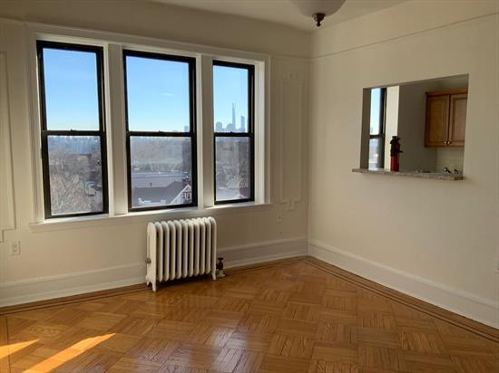 Uptown location one block from buses to NYC.the kitchen, bathroom and electrical were upgraded in 2017. NYC views from the all rooms.High ceilings, Hardwood flooring, low maintenance