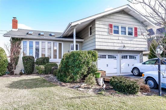 Lindenmere WATERFRONT Split --Deep Water Wide Canal -- A Minute to the Bay! Cut-de-Sac Street! Renovated & Newly Built Homes Situated on the Block & In the Area!  Property & Home Is Being Sold As Is. Great For An End User or a Builder! Preapproval with Offer!