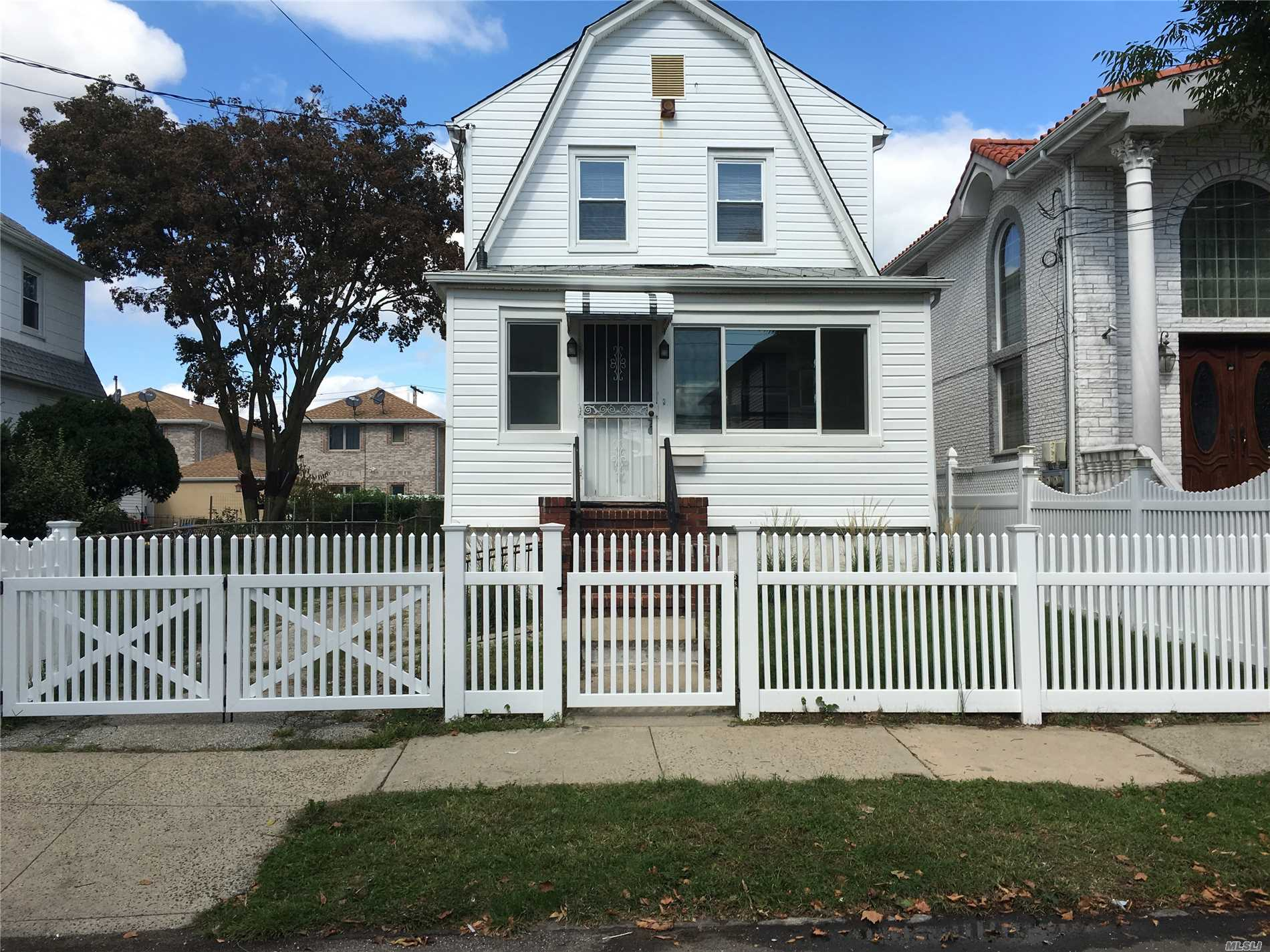 Sunny and Spacious Three Bedroom House For Rent in the Heart of Whitestone with Enclosed Front Porch. Features Living Room, Dining Room, Renovated Eat-In-Kitchen and 1.5 Baths. Backyard and Driveway Included. Hardwood Flooring Throughout & New Windows. Close To Shopping & Transportation.