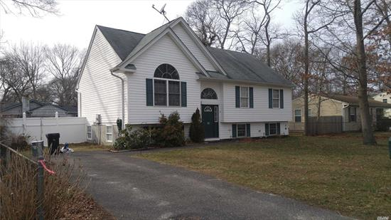 3 Bedrooms With 2 Full Bathrooms Near All, Highways, Shopping, Etc. Real nice Place nice size!!