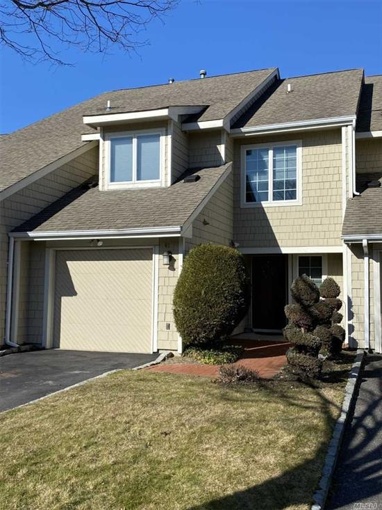 Updated and elegant Townhouse in the Windemere Pond Complex located in a guard gated community. This is the one you have been waiting for! Open floor plan,  with beautifully updated kitchen. Master Bedroom En suite with huge wic. 2 additional bedrooms, full bath. Don't miss out!! Many amenities