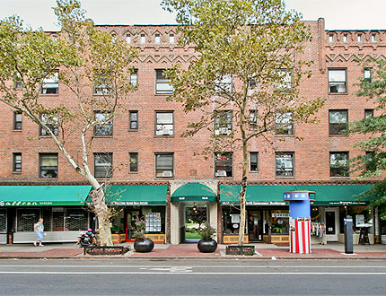Beautiful Updated 1 bedroom Apartment. Features Living Room, Kitchen, 1 Full Bathroom and Wood Floors Throughout. pets Okay. Conveniently Located to Shopping, Dining, 7 train on Roosevelt Avenue to bus lines Q32, Q39, Q60, Q104, and B24. The LIRR station on Woodside Avenue.
