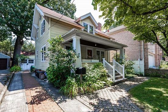 Fantastic 1 Family house across the street from Kissena Park. Serviced by the Q65, Q26 & Q27 Bus lines. Less than a mile from East Manor and Gold City Supermarket on Kissena Blvd. 8 blocks from Parsons Blvd. 2.4 Miles from The 7 train stop on Main Street