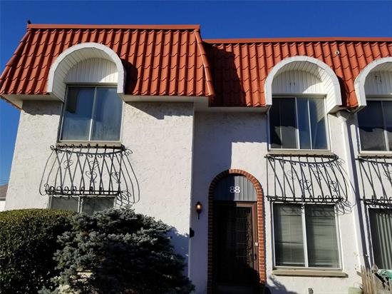 Alhambra Condominium. Updated 3 Br Duplex W/ Private Patio, Large Living Room, Dining Room, Updated Kitchen And Bath, new appliances, W/D In The Unit, Cac. Condo Amenities - Pool, Gym, Party Room And Sauna. Storage Room. Close To Shopping & Beaches. 1 parking spot