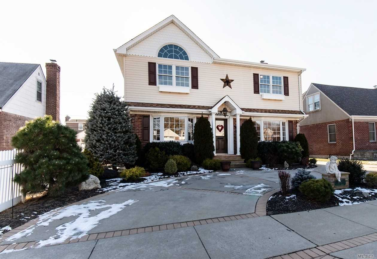 Beautiful Colonial boasting 3 bedrooms, 3 full baths. Eat-in-kitchen, formal DR, LR, full finished basement. heated inground pool