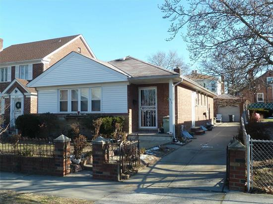 Ranch House Situated In R3X Zoning. It Features Lot 40 X 100 (4000 Sf), 3 Bedrooms, 2.5 Bathrooms, Full and finished Basement, 1 Car Garage and Driveway and back yard. Close to Northern Blvd, Mass Transit, Major Highways, Shops, And All.