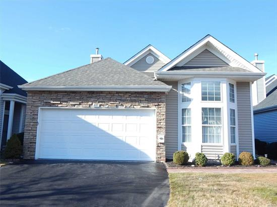 LOVELY OAKMONT IN BEAUTIFUL LEISURE GLEN COMMUNITY. UPDATED KITCHEN WITH GRANITE TOP COUNTERS , GRANITE TOP VANITIES IN BATHS . CLEAN AND WELL MAINTAINED. ENJOY THE LEISURE LIFESTYLE . WALK THE PASEO , ENJOY THE CLUBHOUSE , FITNESS CENTER, LIBRARY MEETING ROOMS , OUTDOOR POOL AND TENNIS COURTS.