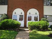 Townhouse first floor fully renovated unit with Central Air, washer & Dryer, 2 large bedrooms, Granite Kitchen w/Stainless steel appliances, Mable Bathrooms, Hardwood floors. walk to all. Garage parking available...mandatory to take at least 1 spot at $95/mth.