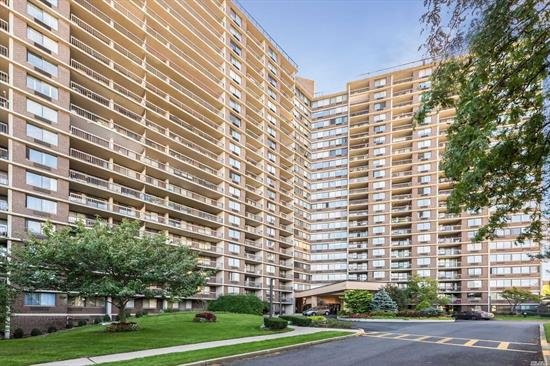 Luxurious Bay Club Condo. Gated Community. Doorman/Concierge. Lovely 1 Bedroom Unit. Wood Floors. Terrace. Stunning Water View.Tennis. Restaurant.Dell, Gym. Pool, Racquet Ball, Restaurant , Convenient to Manhattan Etc.