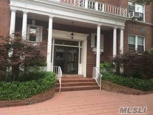 Bright, Clean and in Heart of Forest Hills. Near the F & E trains. * Elevator in the building * Laundry in the building * Part-Time Doorman * NO DOGS * Quiet Street * Sunny * Eat-in Kitchen * Near Austin Street * Big Walk-in Closets