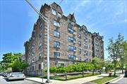 Beautiful 2 Bedroom Corner Unit, Updated Kitchen W/Stainless Steel Appliances, Granite Counter Tops, Extra Large LR/DR. Master Bedroom W/Full Bath, 2nd Bedroom W/Full Bath, Bathrooms Have Been Updated. Near All, Including LIRR & Shopping. Pet Friendly Bldg, Must See.