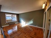 Large junior 4/2br, very sunny corner unit, windows throughout, sep kitchen with a dishwasher, large custim closet.