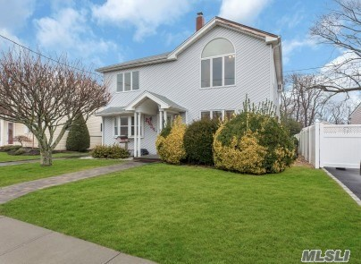 Two story 12 room house located in South Wantagh and within the Wantagh SD #23. Mandalay EM School, Wantagh MS and HS. Five bedrooms and two full baths. Second floor offers vaulted living room. Flood Insurance policy of $700/year is transferable to new owner. Updated throughout. Too much to list.