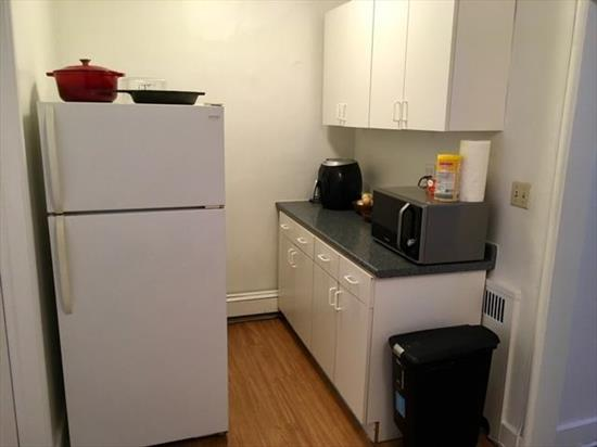 Bright and airy extra large one bedroom one bath on 6th and Washington St.  Hardwood flrs, high ceilings.  Bus to NYC right at the corner.  Quick walk to the PATH.  Just a few blocks from the Waterfront Parks.  Near shops and restaurants too.