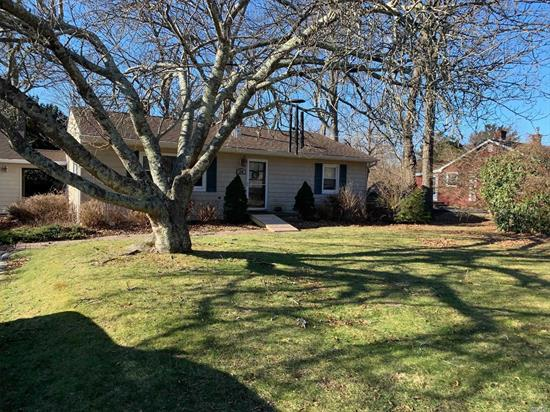 Country Cottage on Quiet Road, Close to Beaches, Large Private Back Yard- Backs Up to Nature Preserve.
