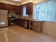 Det house separated entrance 3 bedrooms 2 full baths apt.with Washer and Dryer.Close to major highway, supermarket and stores.26 SD.
