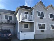 Cozy Main Floor Condo with 5 rooms 2 beds and 1 bath. Close to shopping, Transportation, schools and Local Beaches