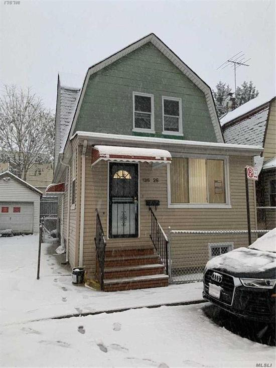 4 Bedrooms, 2 Bathrooms Whole House For Rent..5 Mins To Main St , 10 Mains To Subway, Close All
