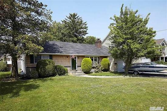 Own In The Woods Below Retail. Close To Award Winning Wantagh Elementary. Minutes To Beach. 3Br2Ba Coronado Ranch In Wantagh Woods. Great Corner Property With Full Front & Side Yards. Hw Floors, Fireplace, Extended Eik. Home Needs Tlc. As Is.