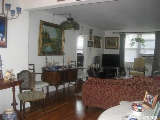 Beautiful 2 Bedrooms, 1 Bathroom, Located In Gibson Gardens, Living Room/Dining Room, Storage Room, Pasrking Space, For An Additional $40.00 A Month, School District 14.