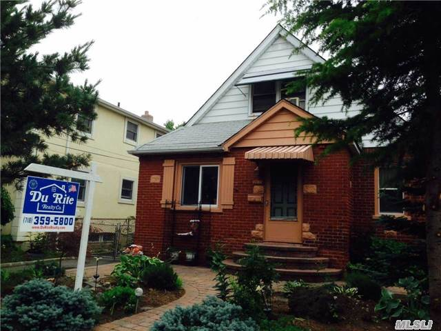 Beautiful Detached All Brick Cape Cod. Close To Shopping, House Of Worship & Lirr - City Bus