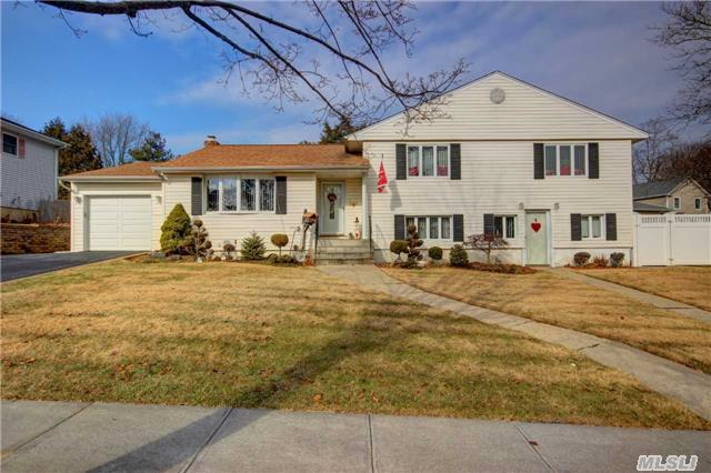 Lenox Hills Updated Oversized Split W/All Lg Rooms! Updated Porcelien And Granite Kit W/Ss Applicances! Sliders To Large Landscaped Private Byard! Walk Into Eh, Lg Lr,   Ext Fam Room Great To Entertain! Mbr Suite W/Full Bth! Great House In Great Neighborhood On Great Property! Upd Windows, Gar W 2 Car Driveway! 200 Amps, Cac And Much More !