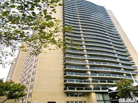 High Floor Sundrenched 1Br Birchwood Belair, 24Hr Doorman, Amazing Nyc Skyline Views. Large Foyer/Dr. Deep Lr. Massive Windows. Fully Renovated Kitchen With Dishwasher, Updated Bath. Xlg Br Accommodates Kingsize. Incredible Closet Space. Parquet Tile Wood Floors. Outdoor Heated Pool. Central Ac/Heat. Subway, Express Bus, Laundry. Undergoing Upscale Lobby Renovations.