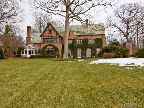 'Dockside At Gadshill Place' Named By Robin Gibb Of The Beegees In 1976 - Western Waterfront Historic Estate By Architect Bertram Goodhue W/185' Deep Water Dock, 13'Draw At Low Tide,500' Of Sandy Beach, Pristine Waters Overlooking Cove Neck, Centre Island & Conn. 6.7 Acres Replete W/Formal Gardens, Pool & Privacy.Village Police, Summer Camp,10 Min To Huntington