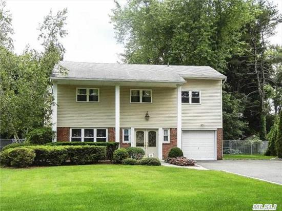 Expanded 4 Br, 2.5 Bath Splanch W/Commack Sd. Features: 20 X 20 Sun Room, Huge Mbr Suite W/Jacuzzi Bath & Seperate Shower. Updates Include: Eik W/Granite, Hdwd Flrs. Family Rm W/Fplce, Young Cac & Boiler, 200 Amp Elec. Andersen & Certainteed Windows, 6 Zone Igs, L-Shaped Igp...Mid Block Location, Level Property...