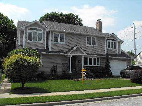 Who Will Be The Lucky One? 3000+Sqft Stately Col.Rebuilt-2004 Has All The Bells & Whistles! 5Br/3 Full Baths. Solar Eff, Save $$! Amazing Upgrades Incl. Hydronic & Gas Heat, 40+Solar Panels,Stunning 20X23 Family Room, Liv Rm Wfpl, Fdr, Eik W/Birch Cabinets& Ss Appli, Gleaming Hw Flrs, Cac, Igs,Fin Bsmt W.Br-Own Bath-Ose & Fam Room, 1.5 Car Garage. Gorgeous!!!