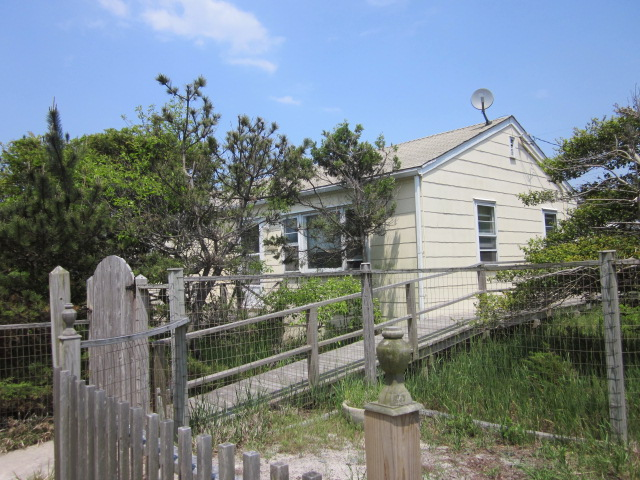 Immaculate light & bright 3 bedroom home.  Steps to the beach.  Large deck.  Fully outfitted.  Air conditioned. Available for rent on a weekly basis in June, July, and the first 2 weeks of August. $3,200/week.