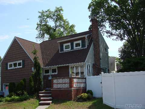 Renovated Lea Split On Oversized Lot! 3 Bdrm 2 Bth, Lr W/Fireplace, Granite Eik, Formal Dr W/Sliders To Yard. Updated Roof, Heating System, Cac, Beautiful Hardwood Floors, Finished Basement. Priced To Sell This Weekend!
