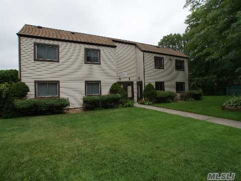 Lake Pointe 1 Bedroom Lower Level Unit In Good Location Of Developement! Living Room, Kitchen W/Plenty Of Cabinets N Counter Space, Separate Dining Area, Full Bathroom. Amenities Include: Clubhouse, Playground, Tennis Courts, In Ground Community Pool. Easy Access To Highways And Shopping!