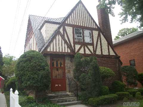 Bright And Sunny Home, Huge Livingroom, Formal Diningroom With Door To Backyard, Eat In Kitchen, 1.5 Bathrooms,3 Bedrooms, Wood Floors Under Carpet, Private Driveway, 1 Car Garage, Manicure Lawn And Garden,Plenty Of Bbq Space, Few Blocks From F Train And Buses Q31,30,17 And Express Buses To Manhattan