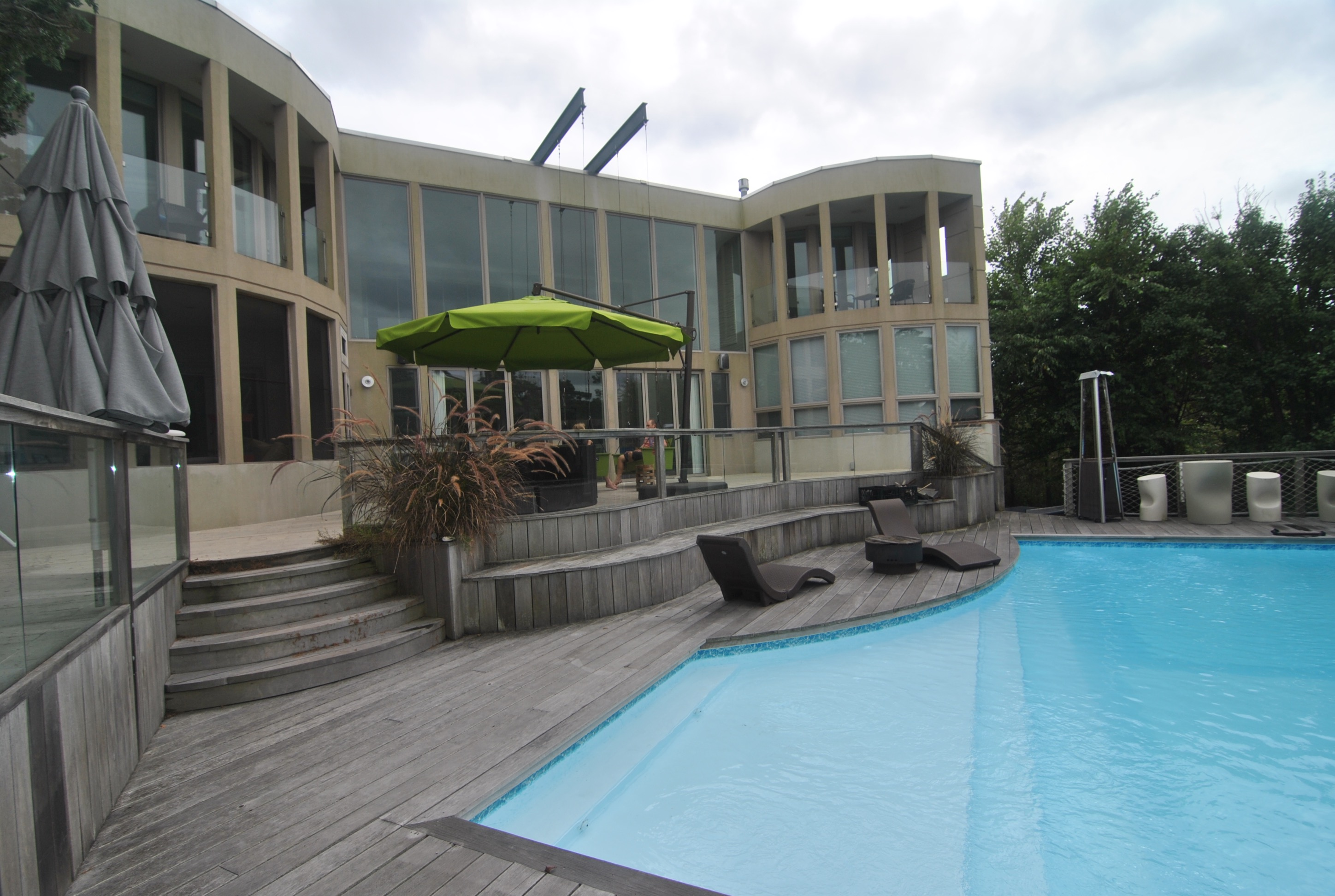 This large, contemporary Seaview home with a gorgeous pool is the perfect getaway for your summer. This house features 5 bedrooms and 3.5 bathrooms with 2 Master ensuites. There is also a guest cottage with its own private bathroom.   This house is available July 23-30, 2017