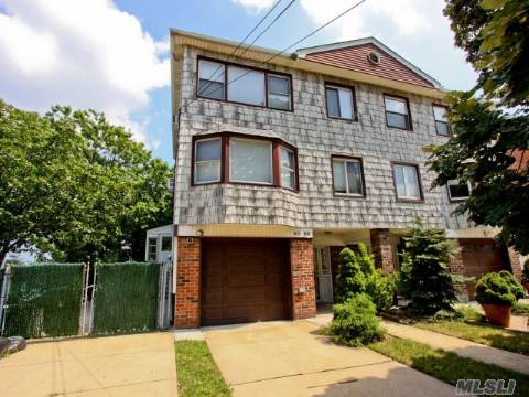 Grt Investment!Income Producing Property. Excellent Condition Semi/Det. Oversized 2 Family Duplex Style Home! Features 6Bdrms With 5 Baths, Formal D/Rm,Liv/Rm,Eik And Finished Basement. Poss Professional Use. Corner Lot!  Near Lie, Schools, Shopping. Must See!