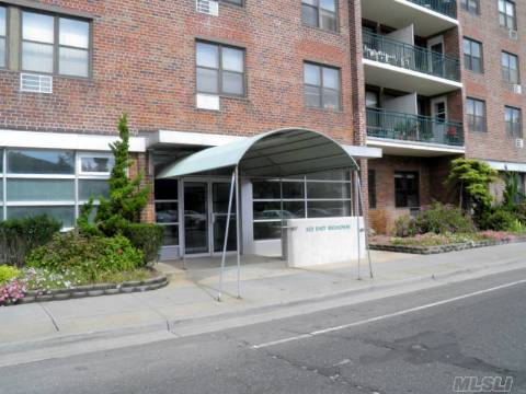 Beautiful 2 Br (Converted Jr. 4), Separate Dining Area Plus Addtional Room Can Be Used For Office Or 2nd Bedroom. Updated Kitchen With New Ss Appliances, Updated Bath With Jacuzzi Tub, Pergo Floors, Plenty Of Closets. Light And Bright! Indoor Heated Pool, Party Room, Garden To Bbq. Steps To Beach. Private & Public Parking Available. Welcome To Long Beach!
