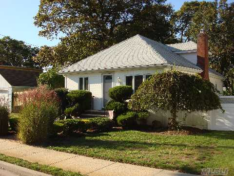 Beautiful Move-In Condition 2 Bdrm Ranch In The Heart Of Merrick Village! Beautifully Updated! Showcased Like Hgtv!  Freshly Painted, New Carpet. Designer Touches! Convenient To All! Chatterton Elementary. Priced To Sell This Weekend!