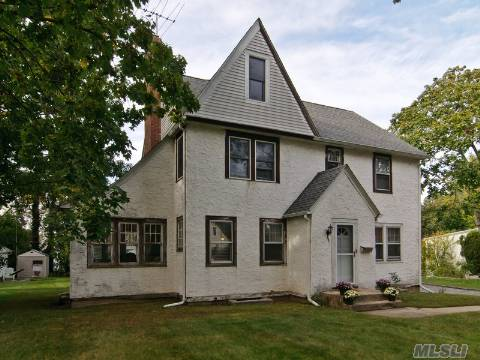 Come See This Charming 3 Br, 2.5 Bath Vintage Colonial On Oversized Property On Quiet Dead End Street. Don;T Miss This Opportunity To Live In Beautiful Baxter Estates In A Home With Great Potential.