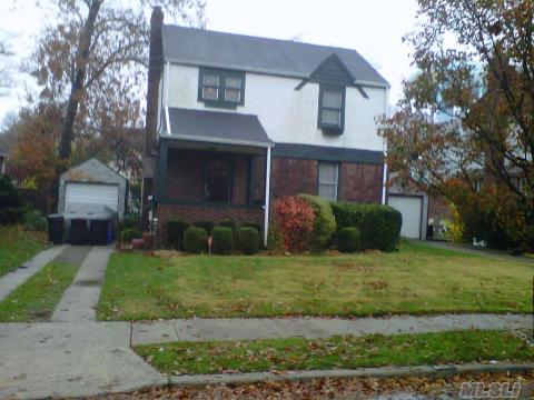 Lovely Spacious 2 Bedrooms Home With Full Finished Basement.